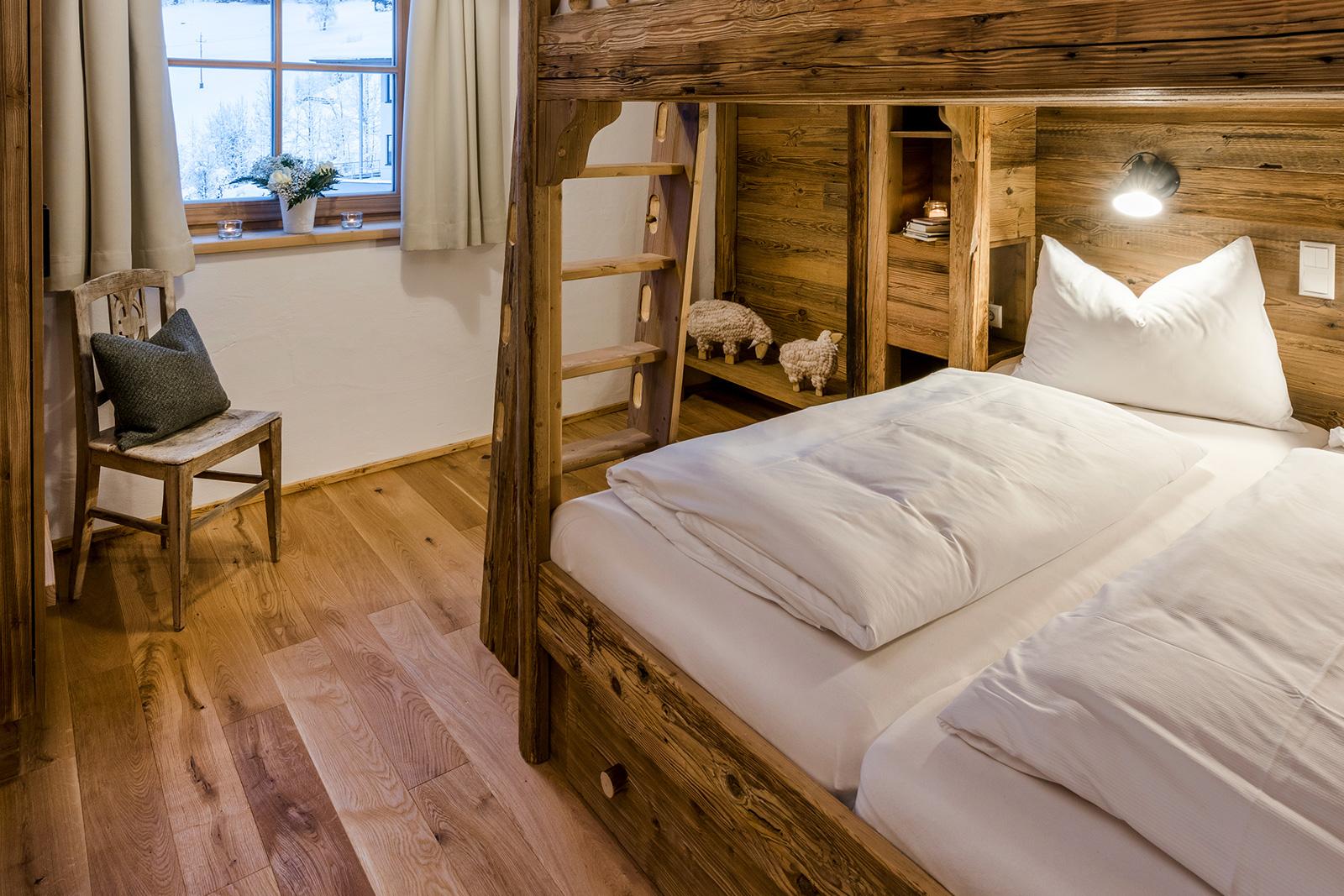 Schlafzimmer in der Lodge Tappenkarsee
